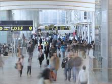 Reisende i terminalen på Oslo lufthavn