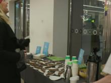 SJ bjuder på tårta i loungen i Stockholm