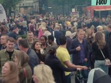 Folkvimmel från förra årets Sthlm Street Food i Kungsträdgården