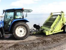 Blöjor och tång rensas från Malmös stränder med strandrensaren