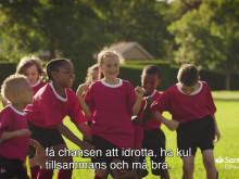 Santander Consumer Bank startar insamling av begagnad sportutrustning under Manchester United fotbollskola på Öland