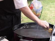 En av Findus egna kockar, Kenneth Nilsson visar hur man använder fryst när man ska grilla. Enklare än man tror!