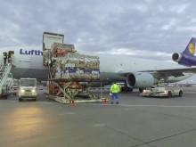 Lufthansa Cargo - Unloading Valentine's Day flowers