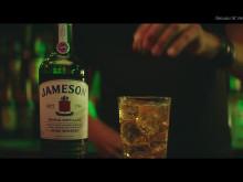 """In seinem TV-Spot stellt Jameson mit dem Drink """"Jameson, Ginger Ale & Lime"""" seine Mixbarkeit unter Beweis."""