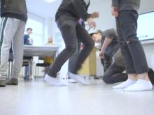 8 av 10 får för lite motion – Läraren Linda gör skillnad för elevernas hälsa
