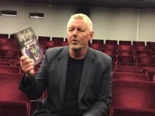 Torsten Bengtsson hälsar till alla som fått årskurs 3-boken