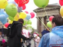 Ballongmarsch till Utbildningsdepartementet med 600 barns önskemål på bättre skolmiljö