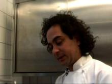 Markus Aujalay lagar färskpotatis med matjessill