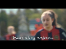 Landslagsstjärnan Asllani ansluter till BPs jämställdhetskampanj.
