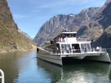 Электрический двигатель катамарана Future of The Fjords работает бесшумно