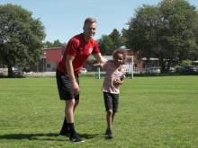 Sebastian Larsson tränade unga fotbollsspelare hemma i Eskilstuna