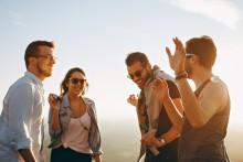Unga mer oroliga än äldre för att livet inte ska bli tillräckligt roligt