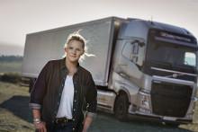 Flere kvinder tager lastbilkørekort