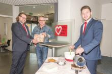 Tag des Ehrenamtes: Santander backte Waffeln für den guten Zweck