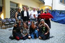 Unterhaltsame Dinnerkomödie: Das Sommertheater im Webers Hof ist zurück