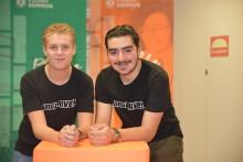 Crepes, öronproppar och regnponchos tog Hugo och Amir till SM i entreprenörskap