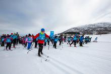Barn og unge strømmer til skirenn
