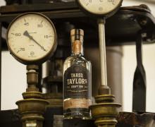 Saturnus och Tareq Taylor presenterar Tareq Taylor Craft Gin