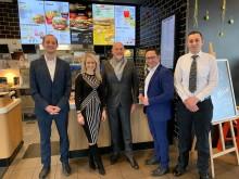 Landtagsabgeordneter besucht BdS-Mitglied McDonald's in Regenstauf