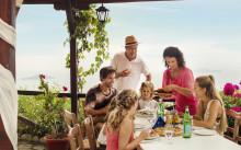Hver fjerde familiefest rykker til udlandet