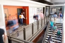 Gymnasieelever i Stockholm lär sig granska sin arbetsmiljö