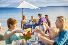 Schlemmen mit den Füßen im Sand – Ostsee-Strandfrühstück auf Fehmarn