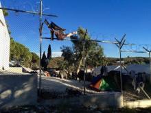 Barnen sover under bar himmel i katastrofens Lesbos – Sverige måste hjälpa till