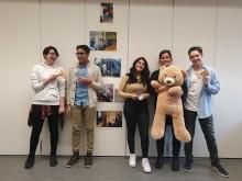 8. Klasse der Schule Ratzelstraße organisiert Kuchenbasar für Bärenherz