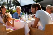 Ældre bytter festen ud med en familieferie