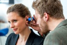 High Tech Handwerk für gutes Hören – immer mehr Menschen nutzen die qualifizierten Dienstleistungen der Hörgeräteakustiker