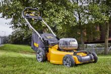 Batteridriven gräsklippare med extra mycket kraft