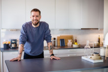 Samsung og Nisse Hallberg udforsker det smarte hjem i en ny YouTube-serie