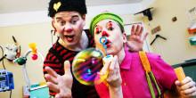 Clownerna dämpar rädsla och stress med skratt