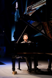 World renowned pianist Lang Lang to celebrate Sony's 3D initiatives as its global brand ambassador