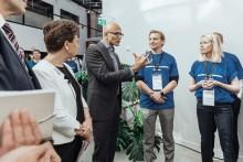 Microsofts vd Satya Nadella besöker Samhall