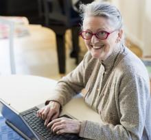 Initiativet som bryter pensionärers isolering och utrikesföddas utanförskap
