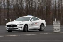 Autoškola jinak, aneb naučte se řídit ve Fordu Mustang GT!