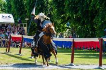 Spänning, hjältemod och dramatik i Riddarspelen på Wenngarn