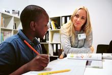 Studentlitteratur och IM stöttar elever med läxhjälp