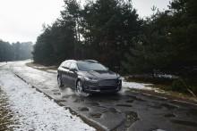 Ny teknologi skal varsle om veihull i kjørebanen