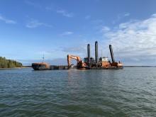 Muddringsarbete dygnet runt vid Hargshamn