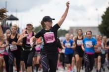 I morgon springer 20 000 tjejer i Stockholm