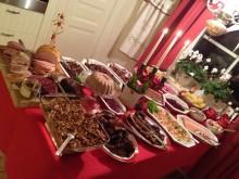 Nya SeniorBarometern visar: Sveriges seniorer håller på traditionerna när det gäller julmaten – men väljer bort julgranen