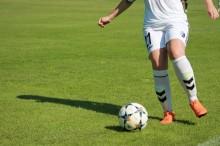 Unge skal dribles i job og uddannelse med fodbold