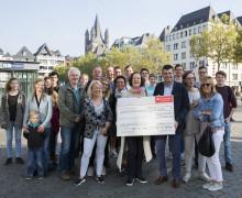 Santander spendet 2 500 Euro  an Jörg Weise Association
