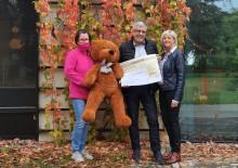 1.137 Euro wanderten in die Sammeldose: Heka Thomas Hentschel Crimmitschau gibt Produkte aus Musterraum gegen Spende ab