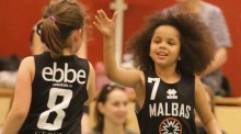 Med stöd av Rosengård Fastighets AB inleder Malbas basketträning på Rosengård