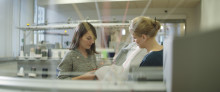 Potahy vyráběné 3D pletením otevírají cestu k prakticky neomezené personalizaci – a navíc mohou dobíjet telefony