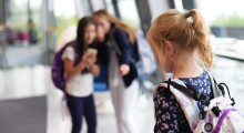 Kronikk: Hvor langt inn på elevenes mobiltelefoner skal skolens ansvar strekke seg?