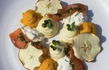 Korshags recepttips: Fläderblomsgravad lax med äpple, pepparrot & rotfrukter